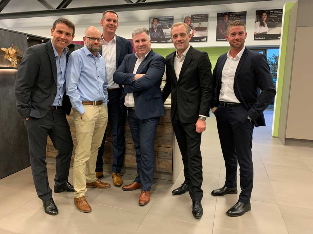 New management team at Hettich DIY: (from left to right) Benjamin Pawelzik, Swen Zacharias (registered Managing Director), (from right to left) Pascal Gottert, Guillaume Baillon, Jeroen ten Broeke. Not in the photo: Franziska Ochsendorf. Also in the photo: Marco Gerber (third from left), Head of Marketing for the DACH region
